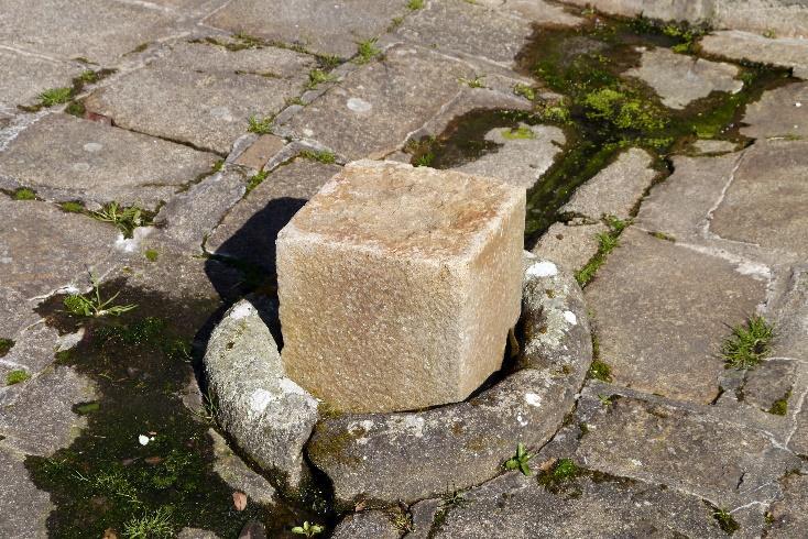 Cubic stone / Symbol of Al-Lat.