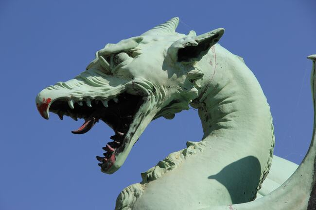 Dragon statue / Dragon symbol of power.