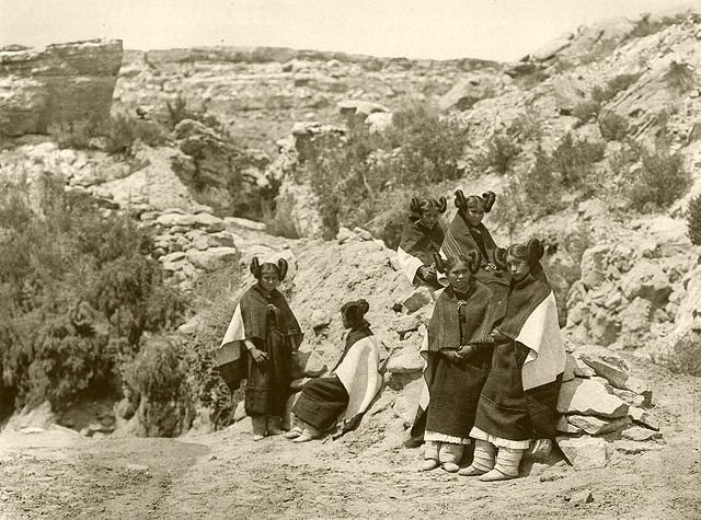Girls of the Hopi tribe, 1922, photo by Edward S. Curtis.
