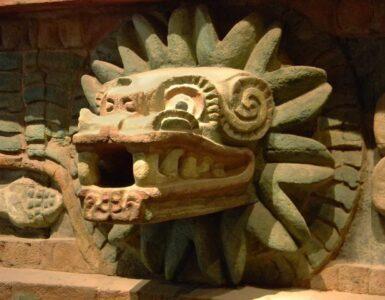 A sculpture of the Quetzalcoatl god